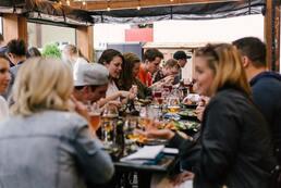 Restaurant, bar et épicerie bio, à tonalité culturelle