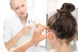 Application de dépistage  auditif installée chez les opticiens/pharmaciens.