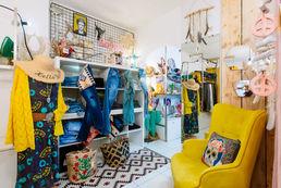 Concept-store prêt-à-porter, bijoux, chaussures & accessoires.